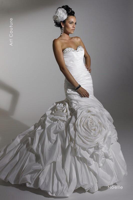 Svadobné šaty Noelle od Emil Halahija