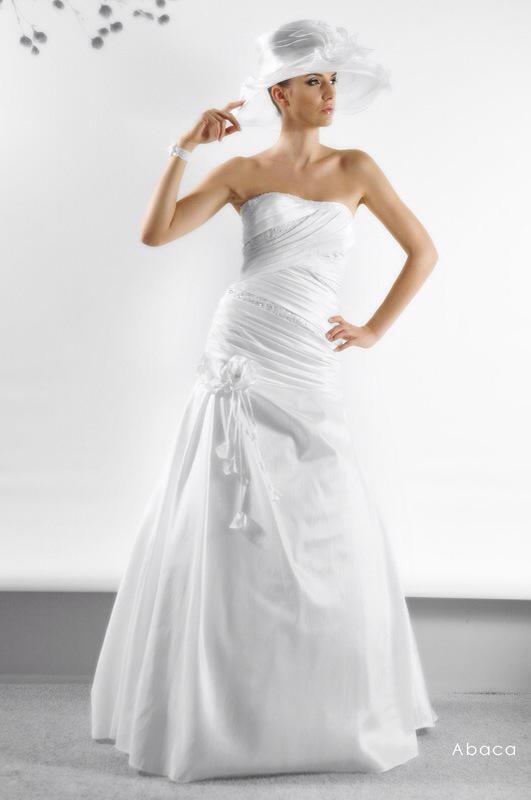 Svadobné šaty Abaca od Emil Halahija