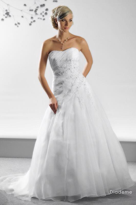 Svadobné šaty Diademe od Emil Halahija