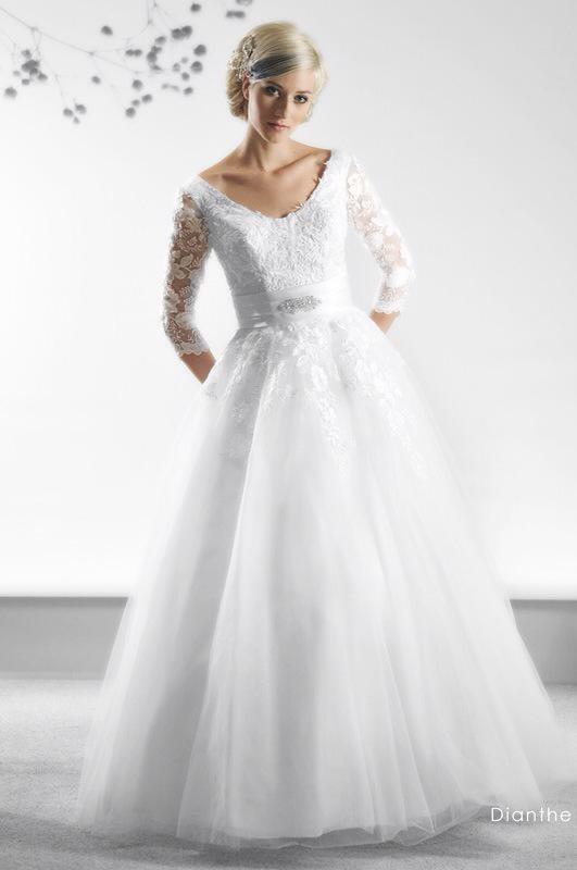 Svadobné šaty Dianthe od Emil Halahija