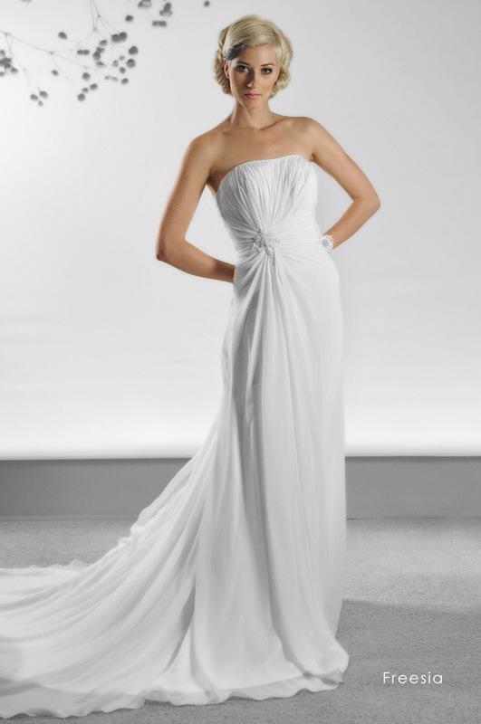 Svadobné šaty Freesia od Emil Halahija