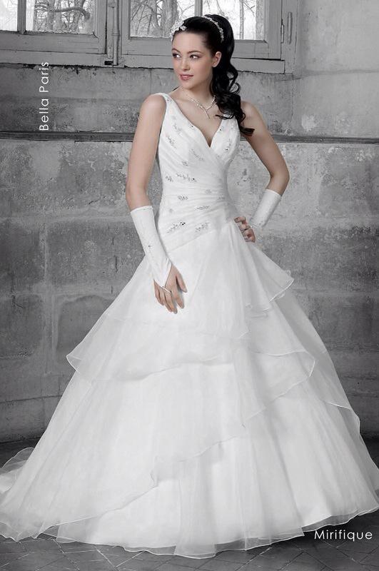 Svadobné šaty Mirifique od Emil Halahija